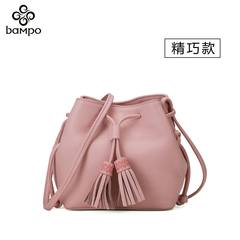 The 2017 new fashion leather handbag leather tassel Bucket Bag Mini Crossbody Bag of small edition Blackish green