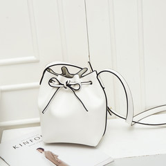2017 new summer bag retro tide Bucket Bag Handbag Shoulder Bag Strap all-match lash small bag Beige