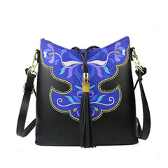 Yunnan folk style cotton to the new spring and summer 2017 embroidery Satchel Shoulder Bag tassel embroidery Chinese wind black