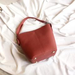 2017新款包包女牛皮可变形手提水桶包真皮女子母小包单肩斜跨女包 钻红色