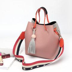 2017韩版新款简约流苏真皮女包撞色单肩包百搭水桶包彩宽背带包包 粉色配