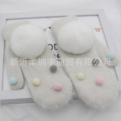 The glove is warm and lovely in winter. The knitted rabbit hair is all about the Rex Rabbit ball. Students ride thickened, cold white + white balls.