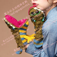 2014 men and women in autumn and winter general woolen gloves, animal shapes, pure hand woven gloves, thickening Japan purchasing Crocodile + Lanyard