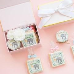 A souvenir gift box wedding wedding candy gift wedding custom creative personality full moon cake Diameter 4.5cm high 4cm Giraffe and elephant