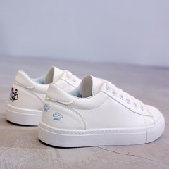 2017 new autumn and winter all-match flat white shoe female students with shoes shoes chic shoes white cashmere. Thirty-eight P218 blue