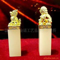 Lion seal, kirin seal, gold embroidery jade seal, gift seal 2.8 * 2.8 * 10 cm