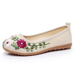 花布鞋女绣花民族风手工单鞋女浅口圆头妈妈鞋广场舞平底鞋牛筋底 白色 35