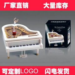 Dancing, spinning, ballet, white piano, music box wedding gift crafts, wedding gifts for lovers 15 cm * 16 cm * 9 cm