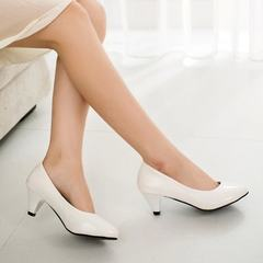 Spring and autumn work shoes women in black with single shoes to work women`s shoes with fine heel a white 34