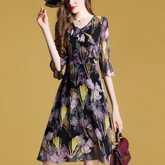 2018 summer new European and American women`s loose large size seven-sleeve printed silk chiffon dre Design and color s.