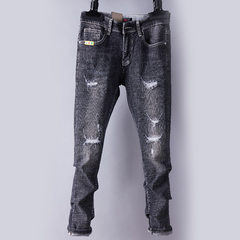In spring and autumn, boys` nine-point trousers with holes in them are replaced by trousers with hol gray 28