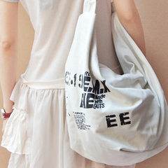 New style women`s Korean version of fashion canvas single shoulder slanting across the students bags black