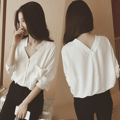 The new style of spring and summer 2018 women`s dress is loose and pure color, Korean version of v-n white s.
