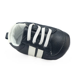 Feedback new and old customers hot style9.9 yuan for 0-1 year old baby shoes with soft sole and comf Black and white 12