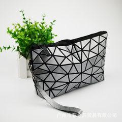 Miyake is the same style of lingge waterproof hand - held cosmetic bag white