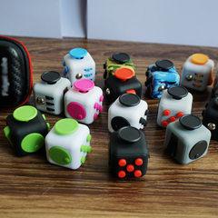 一代解压魔方Fidget cube抵抗焦虑魔方减压神器解压骰子玩具批发 热卖颜色混发