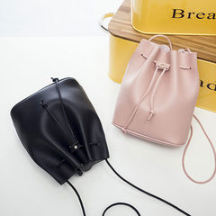 2018 Korean version of the new simple drawstring bag mini bucket bag slanting span package 100 large Light grey