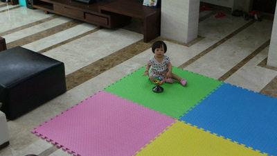 无味 环保 双色 单色  EVA拼图地垫 100 100 2CM 厂家批发特价 黄蓝绿粉 1m*1m*2cm