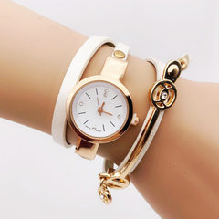 Wish hot style with three long winding female hand white