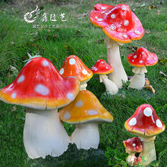 Mushroom ornamental garden garden garden garden de Three little red mushrooms
