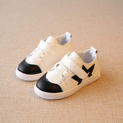 In the spring of 2016, children`s shoes wholesale  white 26-30 (5 pairs for each hand)